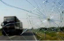 Треснуло стекло в машине — что делать?